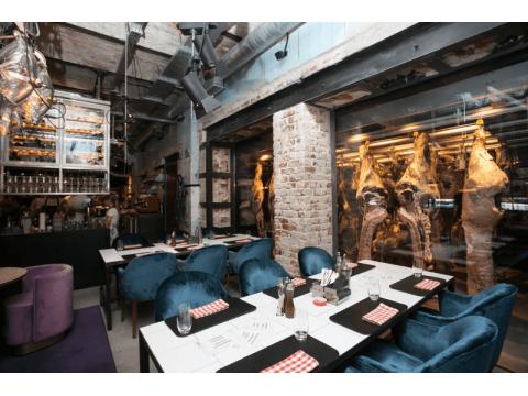 Ресторан BeefZavod с подвесными путями