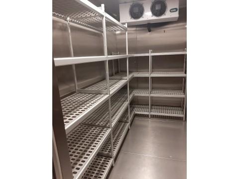 Алюминиевые стеллажи с пластиковыми полками для холодильной камеры